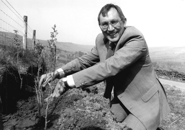 David Curry MP planting a hedge to launch the Farm Scheme in 1990